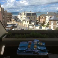 Balcon avec petit coin pour manger