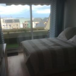 Lit double avec avec balcon et baie vitré